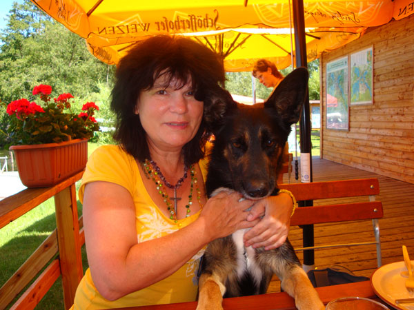 The female Painter Petra Rick with her lovely dog Rocky